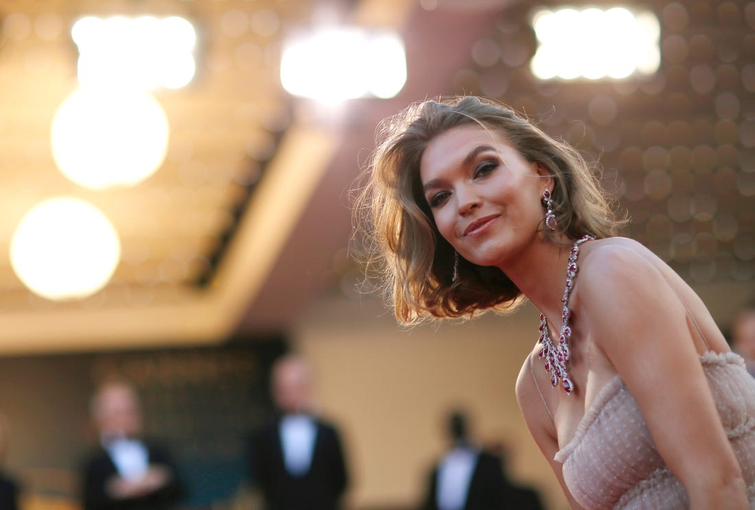 Model Arizona Muse Requests Big Fashion Labels to Take Stand on Climate Change